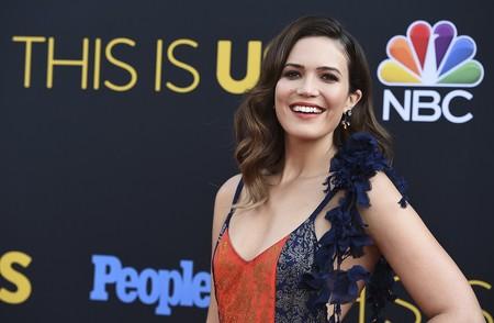 """Mandy Moore eleva a otro nivel el estampado floral en la première de """"This is us"""" (y queremos ese vestido)"""