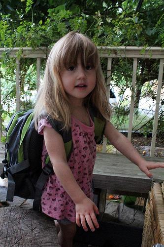 Al cole con seguridad y comodidad: el peso de las mochilas no debe superar el 15 % del peso de los niños