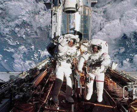best-unforgettable-space-shuttle-pictures-hubble_37683_600x450.jpg