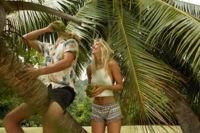 Jay Alvarrez y Alexis Ren (la pareja de enamorados más famosa de la red) protagonizan la nueva campaña de baño de Pull & Bear