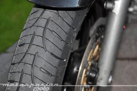 ¿Cual es la profundidad mínima legal en los neumáticos de motocicleta?