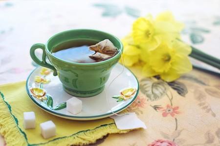 9 beneficios de tomar té verde por las mañanas, además de adelgazar