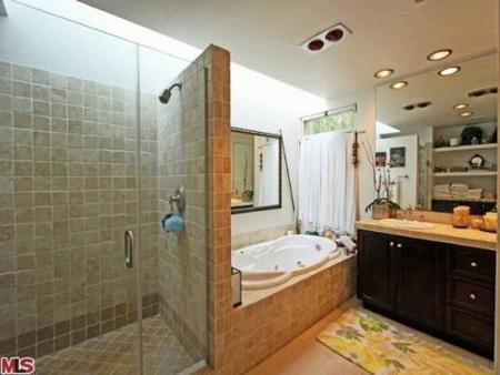 El baño de Shannen Doherty.