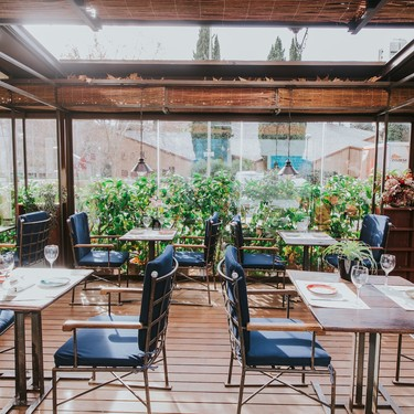 Estilo informal y terraza acondicionada para todo el año en Baby Grill del grupo Rubaiyat