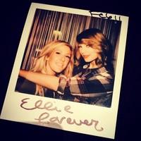 Siempre hubo maneras y maneras de presumir de corte de pelo ¿Verdad que sí Taylor Swift?