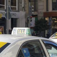 Pablo Casado propone liberalizar el taxi y crear un fondo para la recompra de licencias
