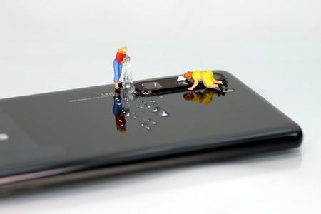 Cómo limpiar y desinfectar correctamente el smartphone sin dañarlo, para reducir la propagación del COVID-19