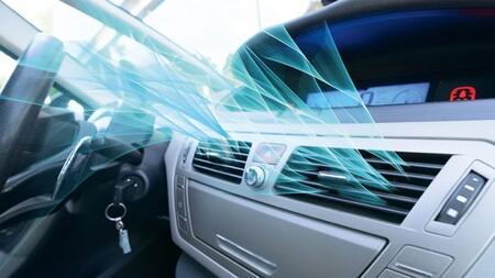 ¿De dónde procede ese olor inusual cuando encendemos el aire acondicionado del coche?
