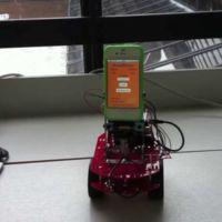 ArduiPhone, un robot que usa un iPhone como cerebro