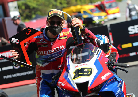 """Álvaro Bautista logró su segundo podio con Honda en Superbikes: """"Recompensa el trabajo incansable del equipo"""""""