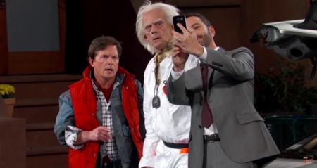 Marty McFly y Doc Brown llegan del pasado, la imagen de la semana