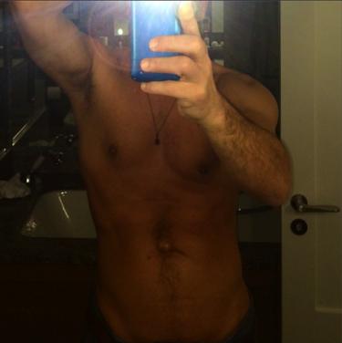Y este torso, señoras y señores, es del un buenorro John Stamos con 51 años