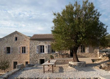 Villa Kalos: Una escapada de ensueño a la isla más mitológica de Grecia