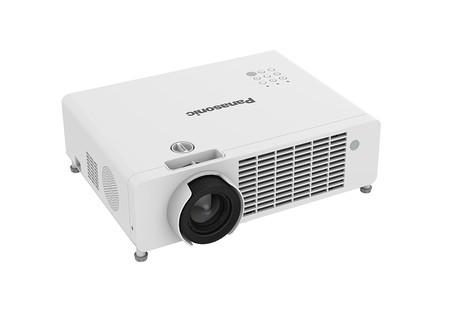 Panasonic aumenta el catálogo de proyectores LED con dos nuevos modelos con prestaciones de gama media