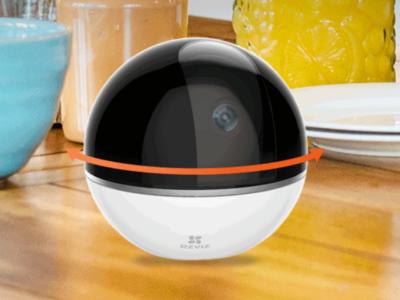 La ezViz Mini 360 Plus es una cámara de vigilancia que permite grabar el entorno en 360⁰