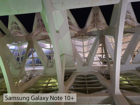 Samsung Galaxy Note 10plus Noche Auto 02