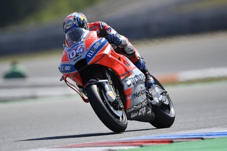 Andrea Dovizioso vuela para marcar la pole en el GP de la República Checa