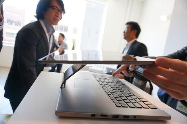 Acer Aspire R7 horizontal
