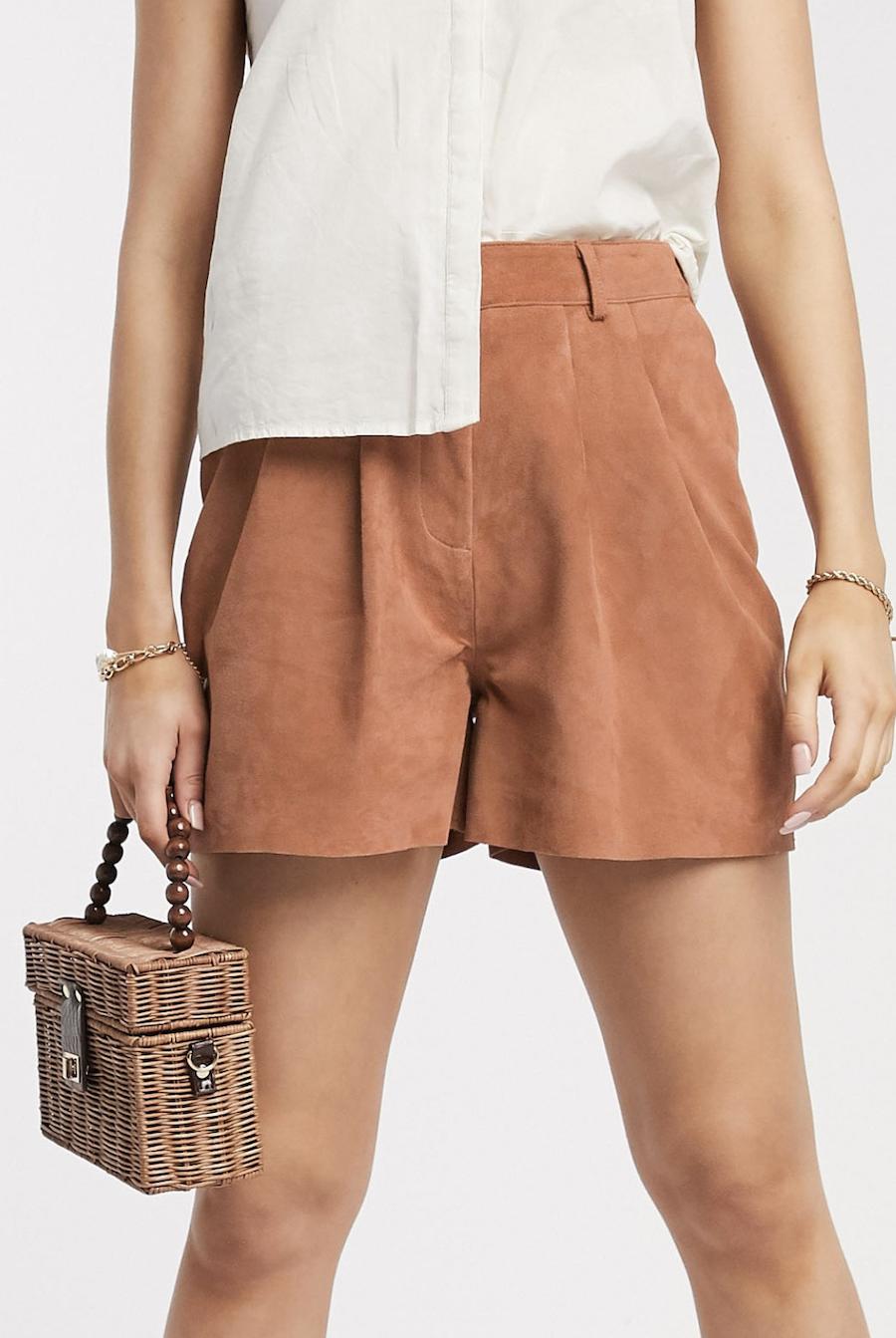 Pantalones cortos de ante en tono teja de Y.A.S