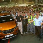 Figueruelas celebra la producción del Opel Mokka X, y Neumann reconoce el buen trabajo realizado allí