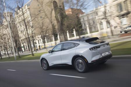 Ford Mustang Mach-E dinámica