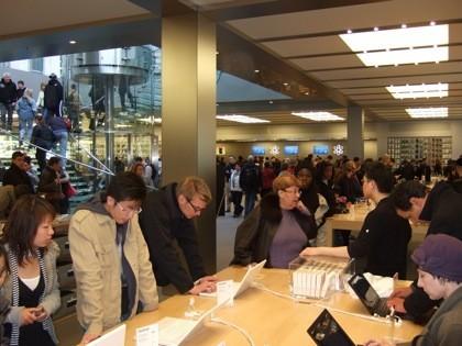 Dentro del apple store de la 5a avenida