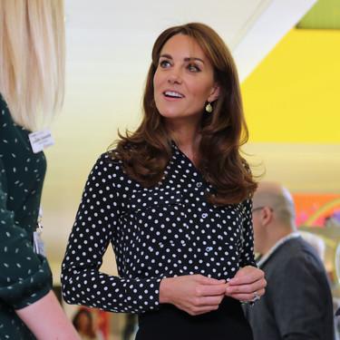 Kate Middleton o cómo añadir prendas estampadas a un look de oficina de manera fácil y sencilla