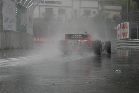 indy2010_helio-castroneves-en-sao-paulo-indy-300-lluvia-en-carrera.jpg