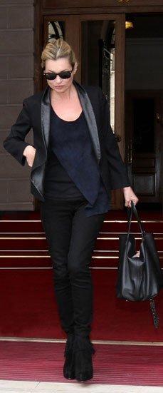 Kate Moss elije el bolso Matryoshka de Carolina Herrera CH