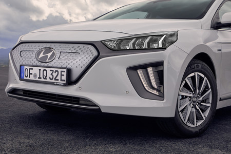 New Hyundai Ioniq Electric 24