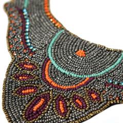 Foto 2 de 19 de la galería decora-tu-cuello-con-los-collares-babero-1 en Trendencias