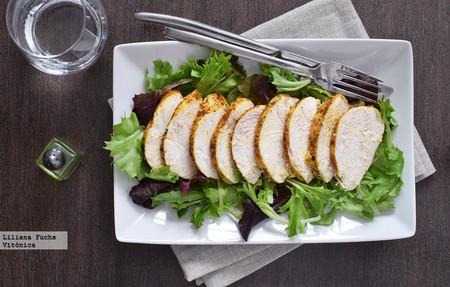 Pechuga de pollo jugosa al horno con especias. Receta saludable