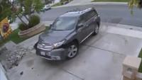 ¿Aceleración incontrolada? Este Toyota Highlander no quiso derribar la casa por sí solo