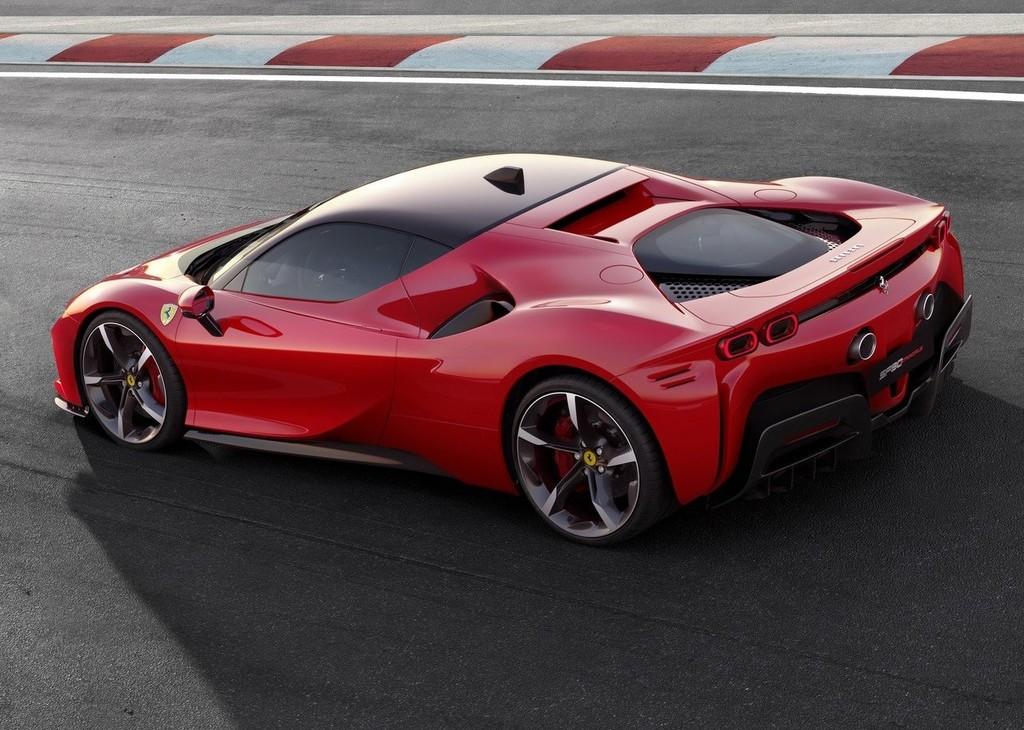 Ferrari SF90 Stradale, el primer coche híbrido de la Scuderia trae 1.000 cv de potencia y llega a los 340 km/h