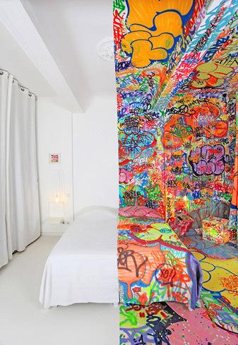 Panic room, una habitación de hotel con trastorno bipolar