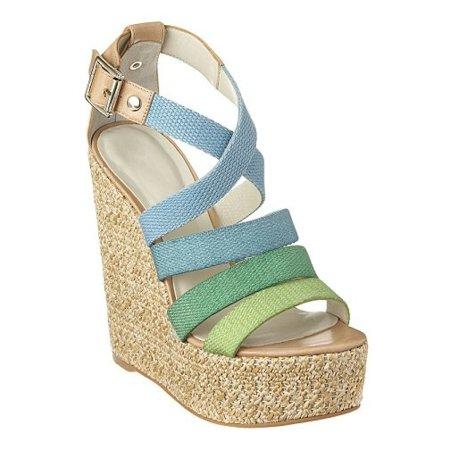 ¡Este verano viste a tus pies en color turquesa!