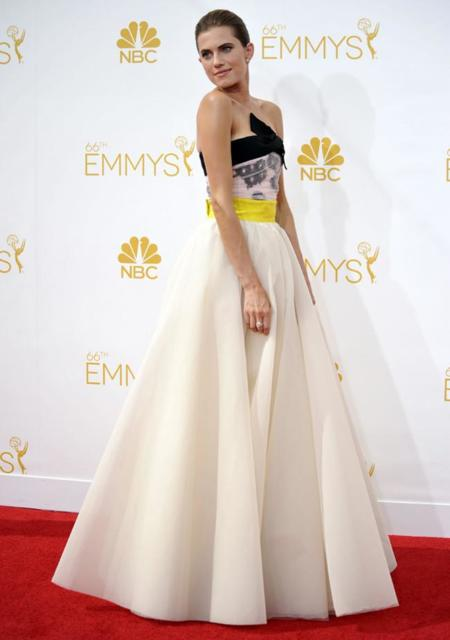 Allison Williams vive el cuento de princesa de Valli en los #Emmys2014