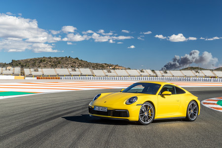 Porsche 911 992 vista delantera lateral