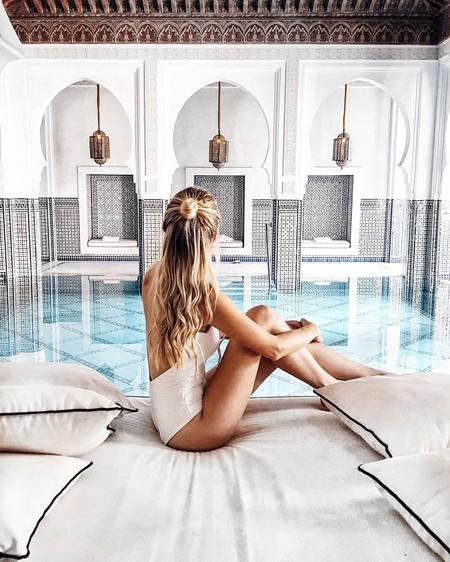 El bañador blanco es el nuevo hit del verano y estas 13 celebrities e instagrammers ya lo han lucido (incluída Kim Kardashian)