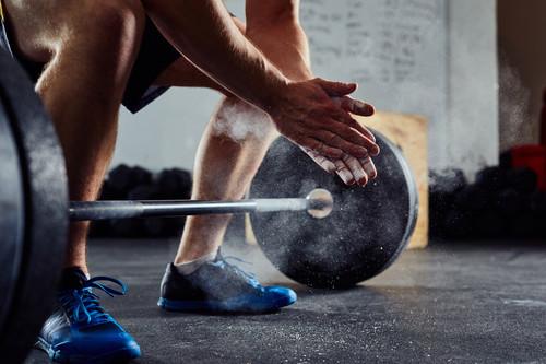Los siete mejores ejercicios que puedes realizar en el gimnasio con una barra