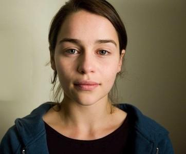 Emilia Clarke, la nueva celebrity que se muestra con la cara lavada