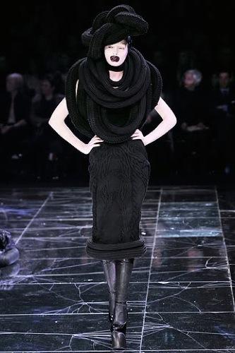 Lady Gaga reaparece, ahora de Alexander McQueen II