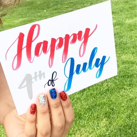 Este 4 de julio lo celebramos con una manicura muy patriótica