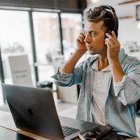 NVIDIA RTX Voice consigue lo que parecía imposible: cancela el ruido de fondo de teclados, martillazos y hasta un megáfono