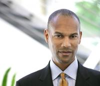 Tony Prophet, vicepresidente de operaciones de HP, llega al departamento de Marketing de Windows