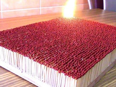 Encender 6000 cerillas al mismo tiempo es de lo más espectacular y relajante que hemos visto
