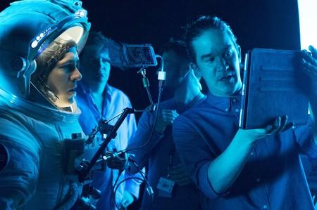 Daniel Espinosa con Ryan Reynolds en el rodaje de Life