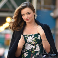 Miranda Kerr ya luce las flores de primavera (Dolce & Gabbana 1 - H&M 0)