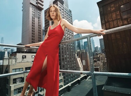 Nueve vestidos midi de Zara que serán perfectos para ir a la oficina a principios de otoño