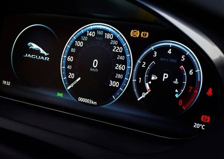 Jaguar E Pace 2018 1600 93